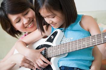 madre e hija guitarra