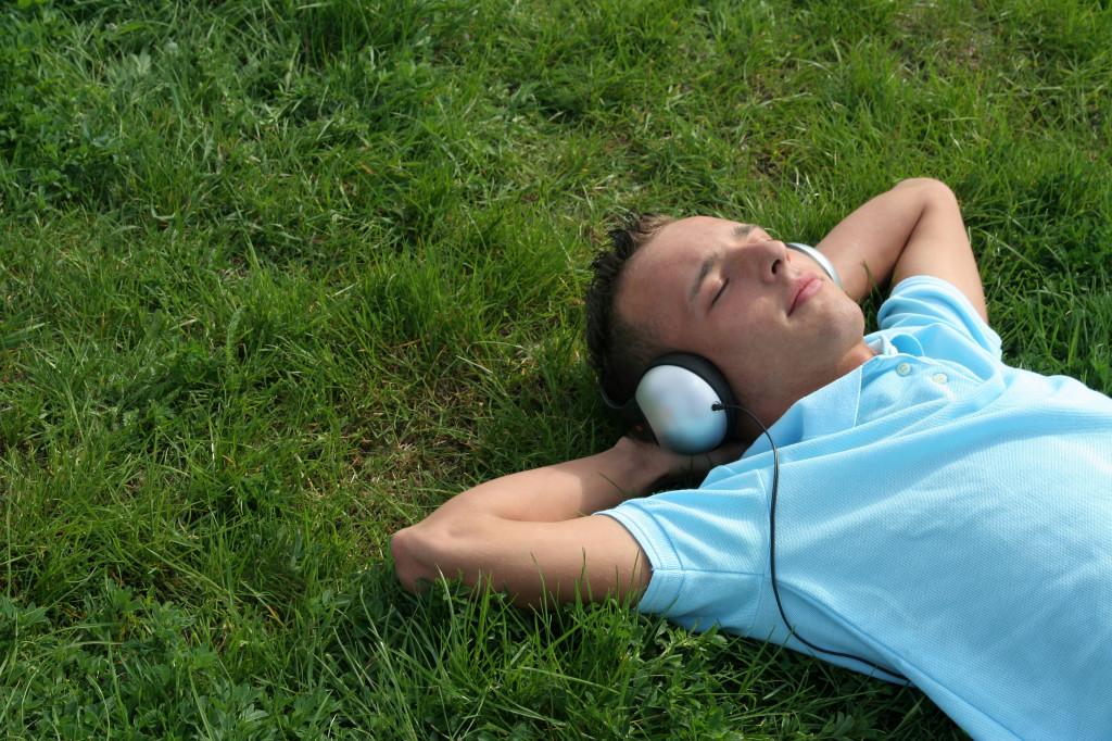 escuchando musica 1
